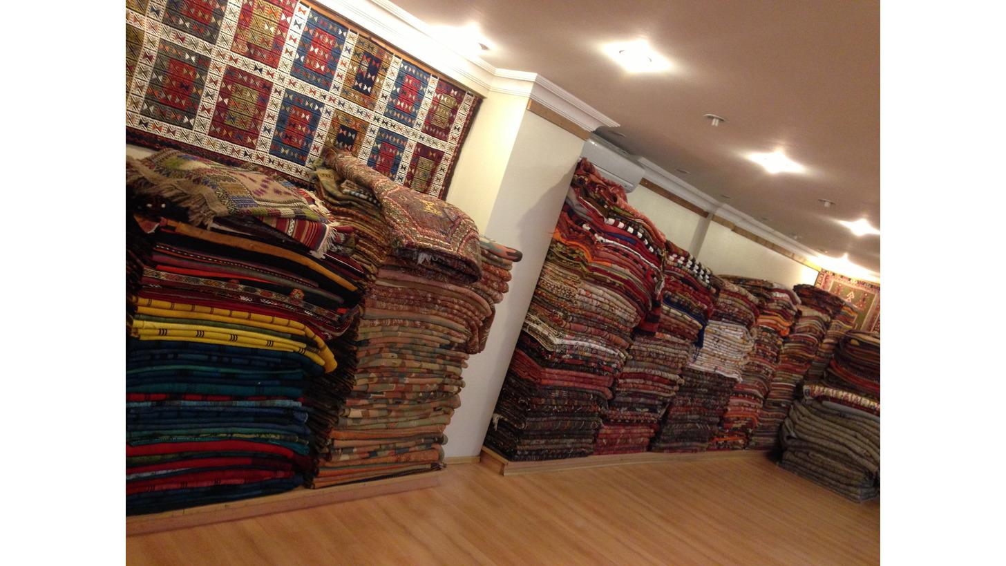 Logo Kilim carpets