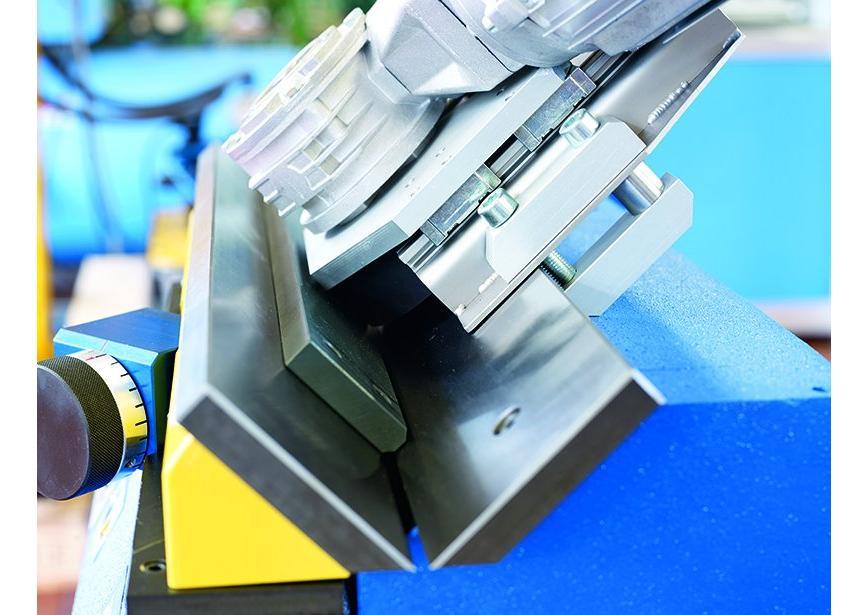Logo Entgratmaschine mit V-Prisma für gerade Kanten - ASO 850-K