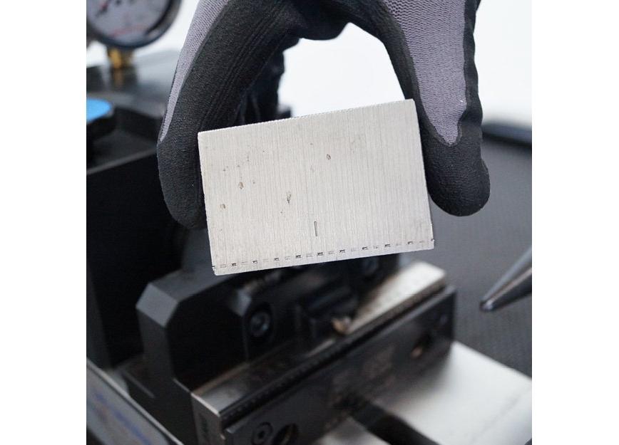 Logo Spannsystem - Makro-Grip Prägetechnik