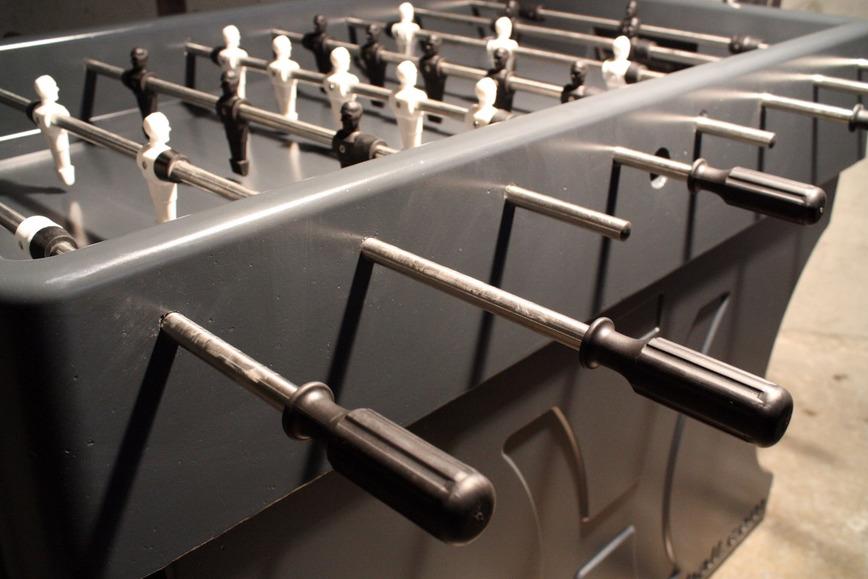 Logo Tischfußballtisch aus Beton