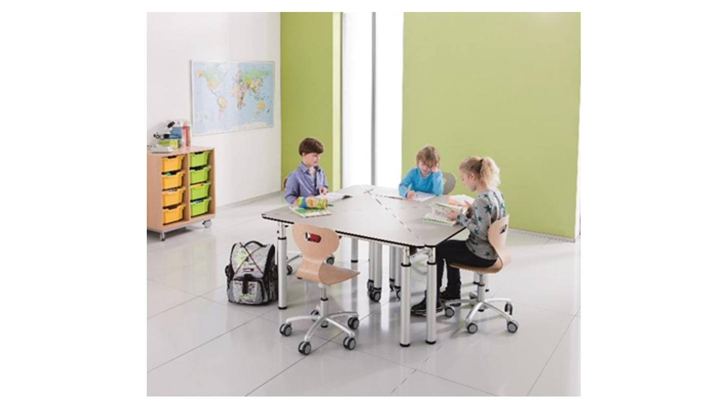Logo Bewegte Schule mit Möbeln von project