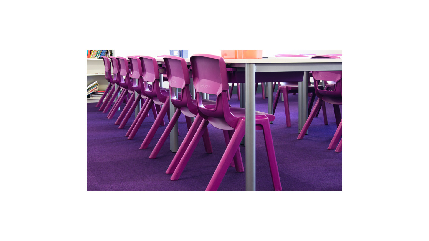 Logo Postura+ school chairs