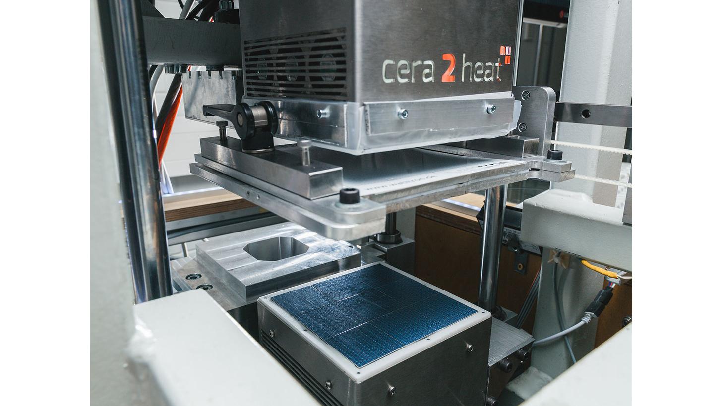 Logo cera2heat matrix heater