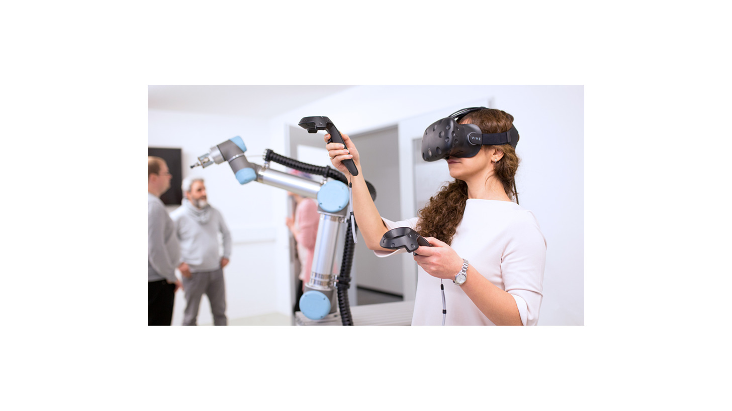 Logo Human-Robot-Interaction via VR