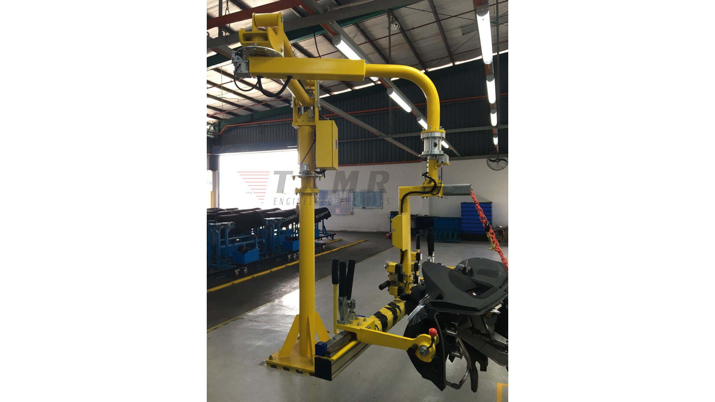 Logo Material Handling Equipment/Robot Cell