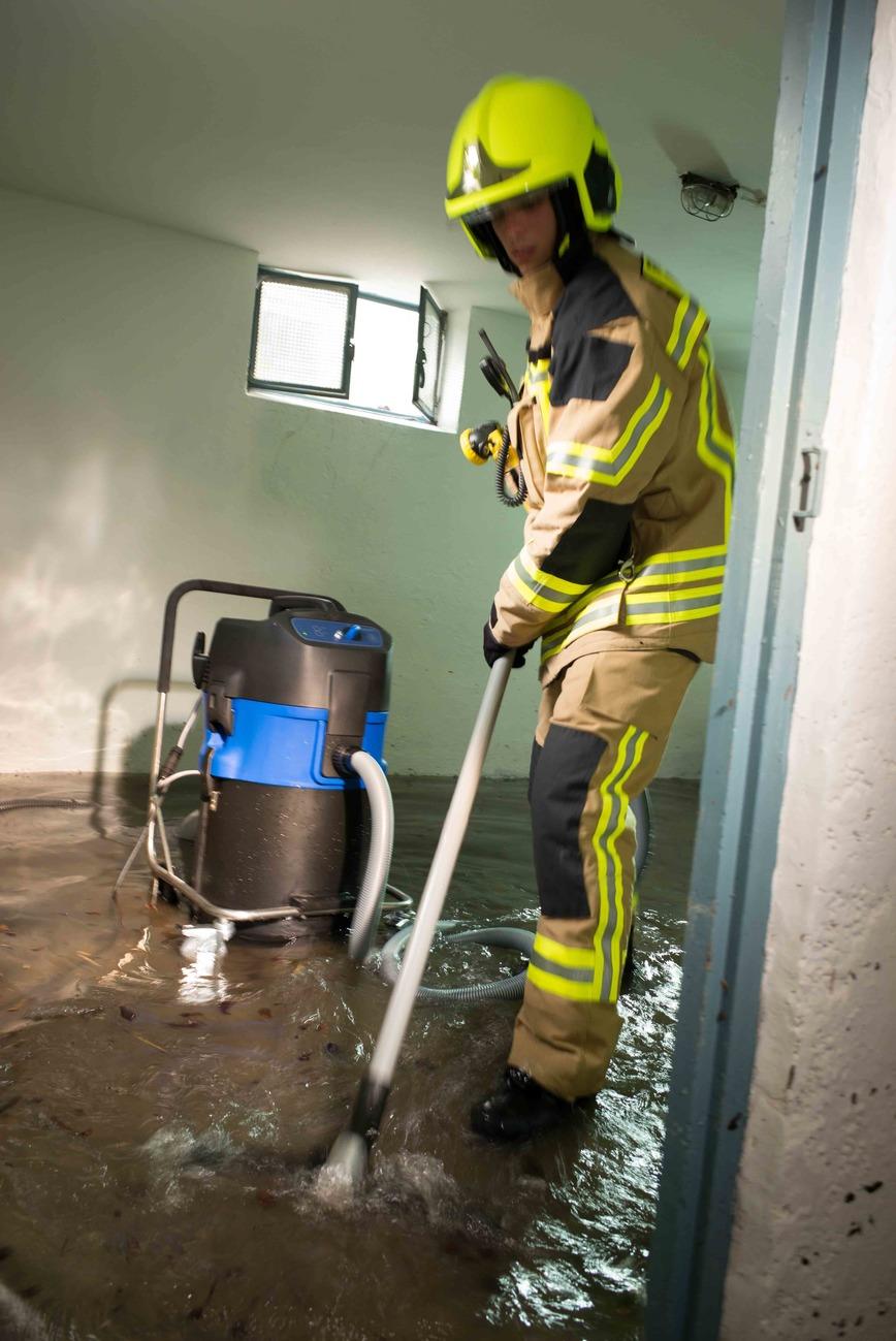 Logo Professional wet vacuum cleaner AQUATIX